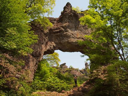 妙義山第4石門から見上げる大砲岩