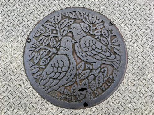 鳩のマンホール