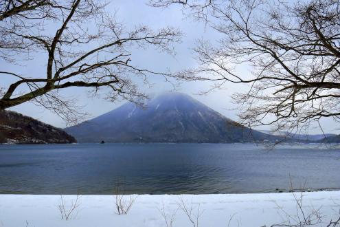 中禅寺湖と日光男体山